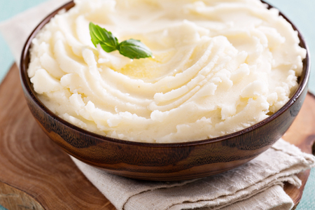 Mashed potatoes in a big wooden bowl Imagens - 47808925