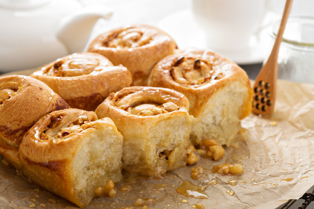 Breakfast sticky rolls with honey and nuts 版權商用圖片