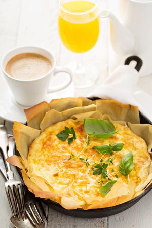 filo: Cheese and ham quiche with filo pastry