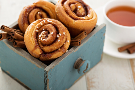 cinnamon swirl: Cinnamon buns for breakfast made in a muffin tin Stock Photo