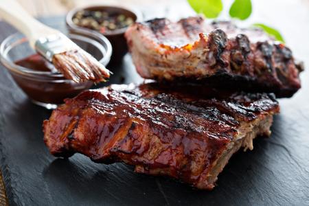 Grillezett sertés baba borda barbecue szósszal