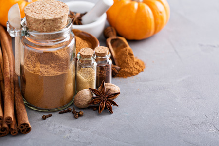 Homemade pumpkin pie spice in a glass jar with ingredients Stock Photo