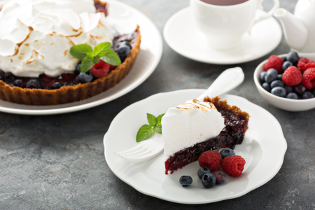 Graham: Berry tart with graham crackers and toasted meringue