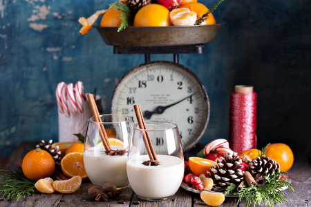 Eggnog with cinnamon for Christmas in a rustic setting Imagens