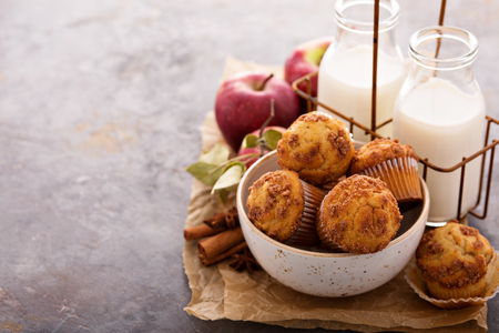 Apple cinnamon streusel muffins with milk bottles Banco de Imagens