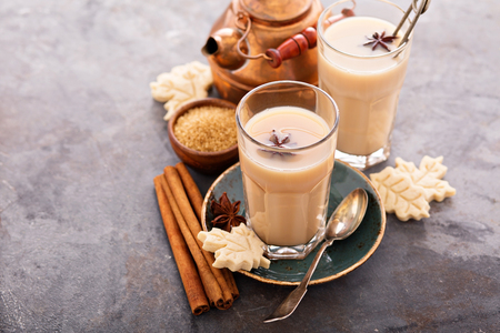 Hot masala chai, tea with spices and brown sugar Foto de archivo