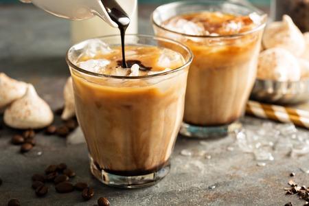 牛乳とアイス コーヒー