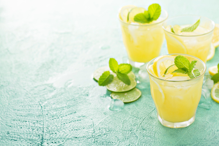 Refreshing citrus cocktail with lemon
