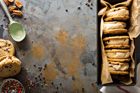 Ice cream sandwiches with chocolate chip cookies Banco de Imagens