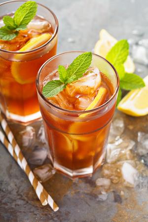 Thé glacé traditionnel au citron Banque d'images - 81613620