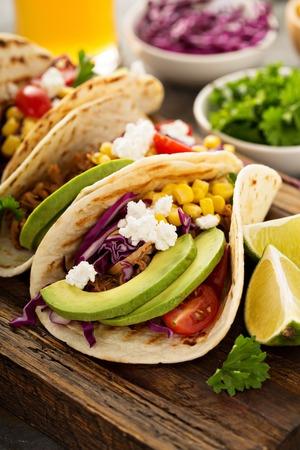 Getrokken Varkens Tacos Met Rode Kool En Avocado's