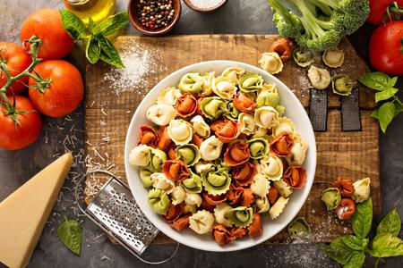 野菜とチーズの赤、白、緑のトルテリーニ 写真素材
