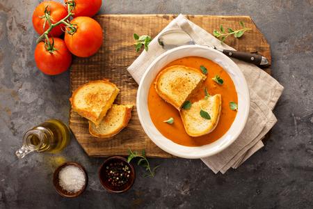 グリルド チーズ サンドイッチとトマトのスープ 写真素材