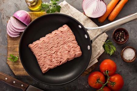Koken met gemalen kalkoen Stockfoto