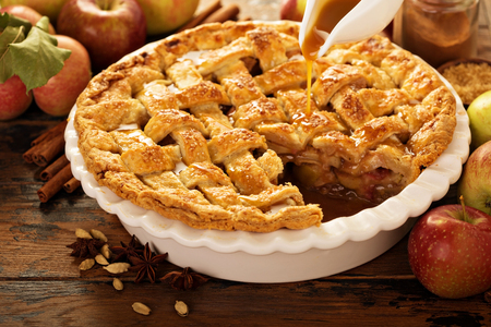 Apple pie decorated with lattice Imagens