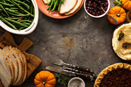 Thanksgiving table overhead shot 版權商用圖片 - 88196286