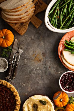 感謝祭のテーブル オーバーヘッドのショット