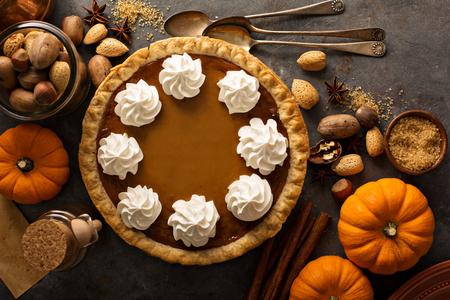 Pumpkin pie with whipped cream Banco de Imagens - 88127830