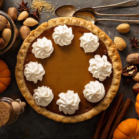 Pumpkin pie with whipped cream Banco de Imagens - 88196289