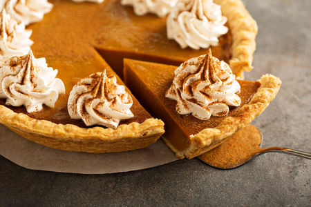 Pumpkin pie with whipped cream Imagens