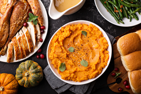 Mashed sweet potatoes on Thanksgiving table Zdjęcie Seryjne - 90943122