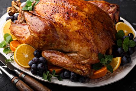 お祭りお祝い感謝祭の七面鳥の丸焼き 写真素材