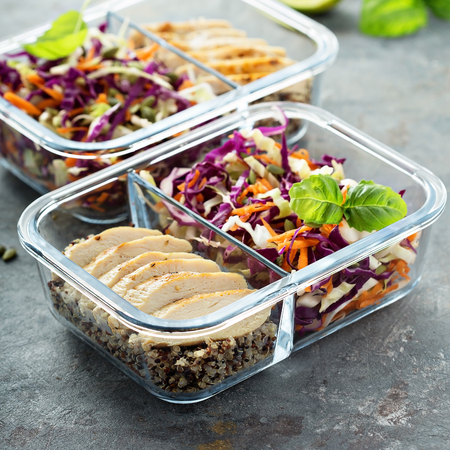 Healthy meal prep containers with quinoa and chicken Stok Fotoğraf - 94521831
