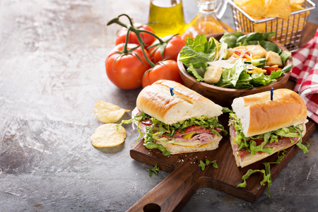 Italian sub sandwich with chips 写真素材 - 98985117