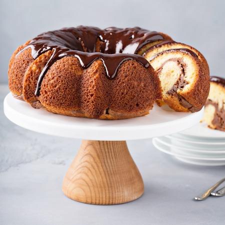 Vanilla bundt cake with cheesecake filling Standard-Bild