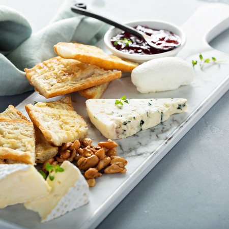 Small cheeseboard with baguette
