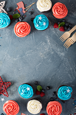 American flag cupcakes for 4th of July Imagens