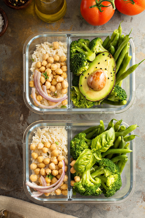 Vegan meal prep containers with cooked rice and chickpeas Archivio Fotografico - 101109401
