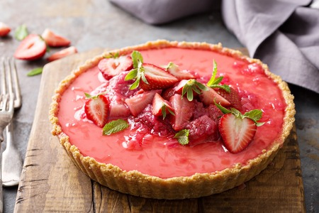 Yogurt tart with rhubarb strawberry compote Stockfoto