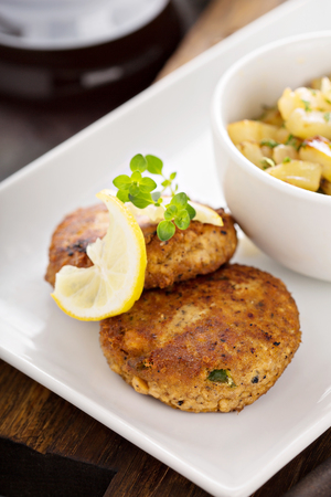 Crab cakes with potatoes Imagens