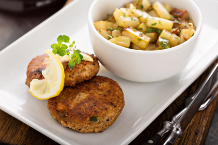 Crab cakes with potatoes 스톡 콘텐츠