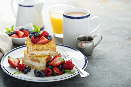 Baked french toast with cream cheese filling Stockfoto - 105738543