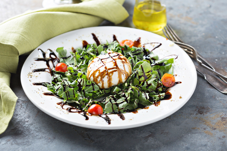 Burrata and arugula salad Archivio Fotografico - 105946280