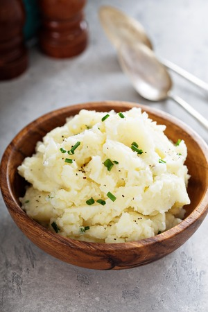 Fluffy mashed potatoes with chives Foto de archivo