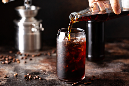 Cold brew iced coffee in glass bottles 版權商用圖片 - 110715312