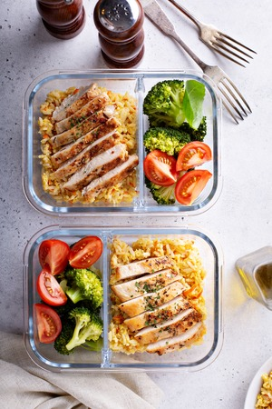 Healthy meal prep containers with chicken, rice and vegetables Archivio Fotografico - 114550939