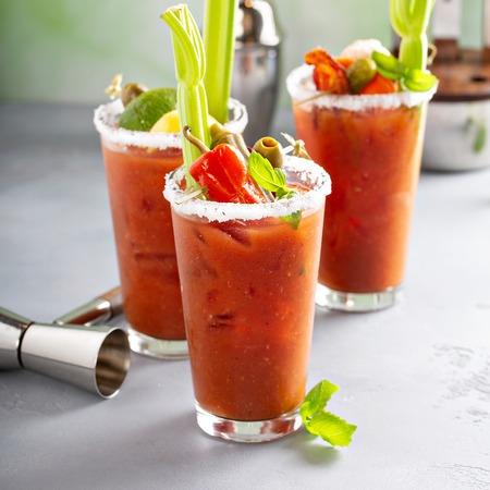 Cocktails Bloody Mary pour le brunch Banque d'images
