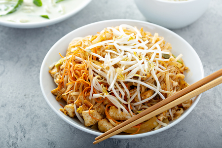 Pad Thai noodles with chicken Фото со стока