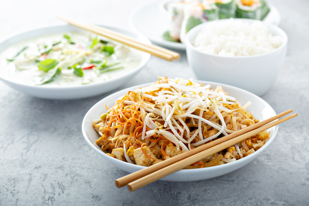 Pad Thai noodles with chicken 스톡 콘텐츠