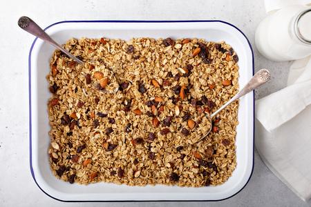 Domowa granola z kokosem i migdałami