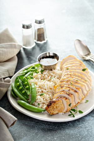 Grilled chicken with rice and peas Reklamní fotografie