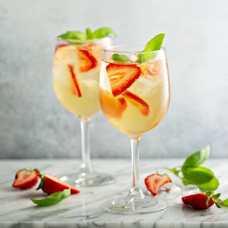 Summer white sangria with strawberries Foto de archivo