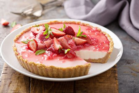 Rhubarb and strawberry cheescake