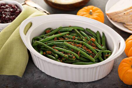Haricots verts sur table de Thanksgiving ou de Noël Banque d'images
