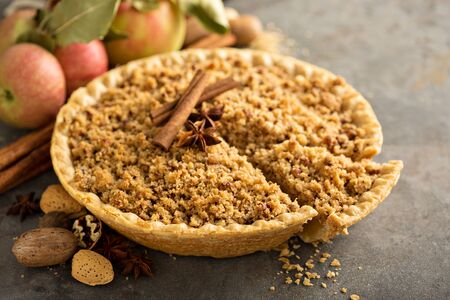 Traditional apple pie with crumb topping 스톡 콘텐츠