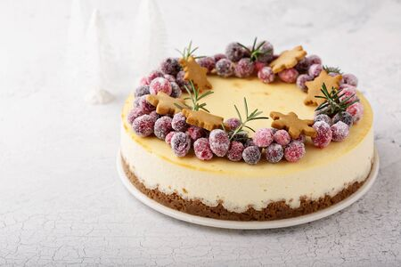 Christmas cheesecake with gingerbread base Standard-Bild